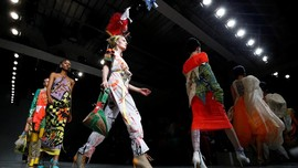 Pompa ASI Ramaikan Panggung London Fashion Week