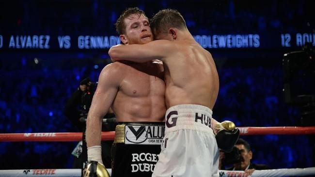 Hingga ronde terakhir berakhir, kedua petinju masih mampu berdiri dan bertarung. (Joe Camporeale-USA TODAY Sports)