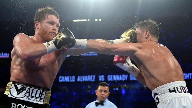 Ia terus mendesak petinju berusia 36 tahun tersebut dengan menyerang bagian wajah dan perut sejak ronde pertama dimulai. (Joe Camporeale-USA TODAY Sports)