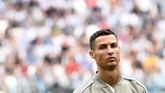Cristiano Ronaldo mengaku sempat tegang sebelum memulai laga memperkuat Juventus menjamu Sassuolo di Stadion Allianz, Minggu (16/9).(REUTERS/Massimo Pinca)