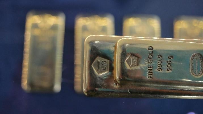 Harga emas logam mulia acuan yang diproduksi PT Aneka Tambang Tbk (ANTM) naik sebesar 1,78% Rp 14.000 menjadi Rp 802.000/gram, dari sebelumnya Rp 788.000/gram.