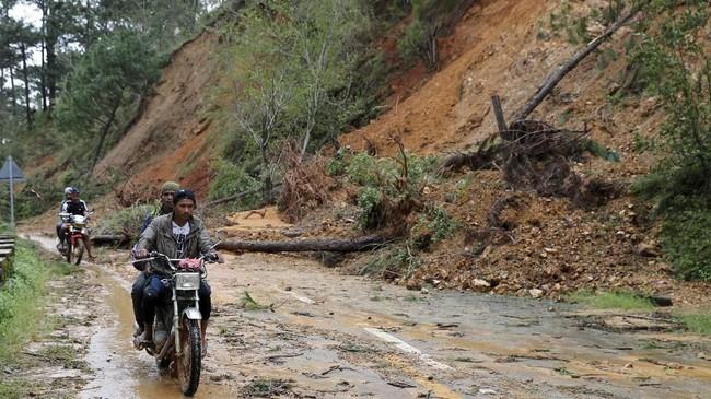 Warga lokal merasa kehilangan harapan karena sebelum topan menerpa, kehidupan mereka sendiri sudah sulit. (Reuters/Erik De Castro)