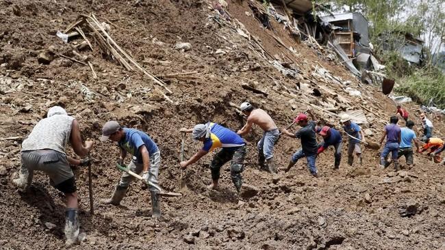 Aparat akan melanjutkan upaya pencarian sekitar 24 penambang yang dikhawatirkan tewas akibat tanah longsor di dekat kota Baguio, Filipina utara. (Reuters/Erik De Castro)