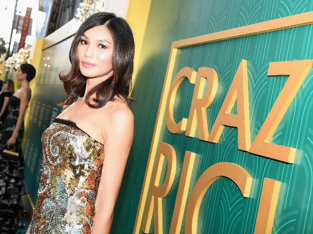 Foto: Gemma Chan 'Crazy Rich Asians' yang Suka ke Pantai