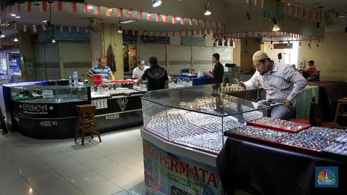 Memudarnya Kilau Batu Akik di Pasar Rawa Bening