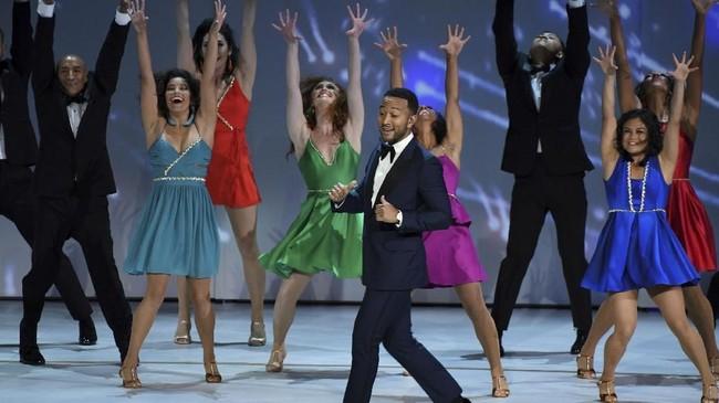 John Legendtampil di atas panggung membawakan secuplik adegan yang diperankannya dalam serial 'Jesus Christ Superstar'. (AFP PHOTO / Robyn Beck)