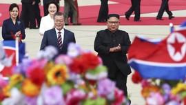 FOTO: Kim Jong-un dan Moon Jae-in dalam Kehangatan Korut