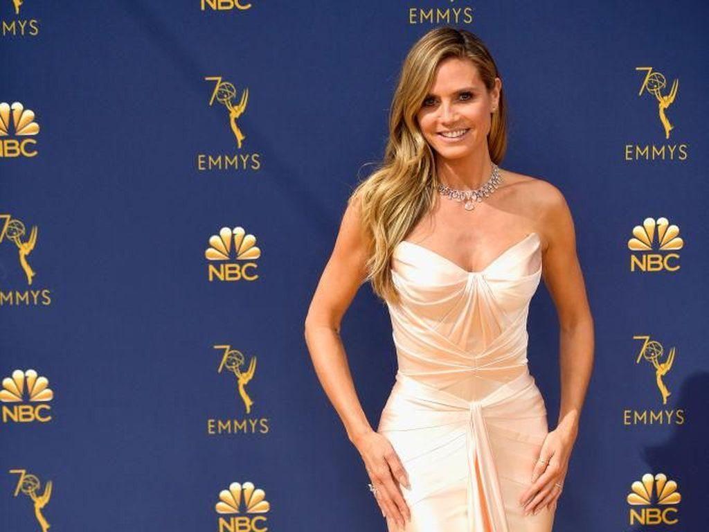Heidi Klum Mesra dengan Pacarnya yang 17 Tahun Lebih Muda di Emmy Awards