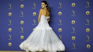 Gaun Cinderella 280 Jam Penelope Cruz di Emmy Awards 2018