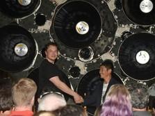 Miliuner Jepang Ini Jadi Penumpang Pertama SpaceX ke Bulan