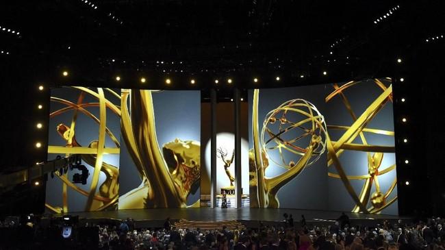 Tahun ini Emmy Awards menginjak usia ke-70. Dalam perhelatannya, acara dipandu oleh bintang 'Saturday Night Life', Colin Jost dan Michael Che. (AFP PHOTO / Robyn Beck)