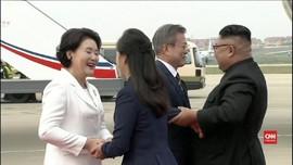 VIDEO: Peluk Hangat Kim Jong-un Sambut Moon Jae-in di Korut