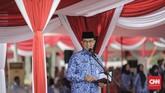 Gubernur DKI Jakarta Anies Baswedan meminta para pimpinan maupun pegawai Pemprov DKI mampu meneruskan soliditas dan kesatuan dalam bekerja serta berkarya. Itu semua, sambungnya, harus untuk membangun dan melayani warga DKI dengan baik.(CNN Indonesia/Adhi Wicaksono)