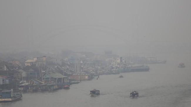 Berdasarkan pantauan satelit milik Lembaga Penerbangan Antariksa Nasional (Lapan), terdapat 709 titik panas (hot spot) yang tersebar di berbagai provinsi di Indonesia, 109 titik di antaranya terdapat di Sumsel. (ANTARA FOTO/Nova Wahyudi)