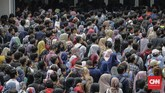 Para pencari kerja memadati acara bursa kerja bertajuk Jakarta Spectacular 'Job for Career' Festival di Istora Senayan, Jakarta, Rabu(19/). Ajang bursa kerja ini diikuti oleh 120 perusahaan BUMN dan perusahaan swasta berskala nasional dan multinasional.