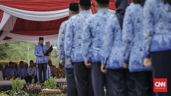 Gubernur DKI Jakarta Anies Baswedan memimpin Upacara Peringatan Hari Rapat Raksasa IKADA ke-73 Tahun 2018, di Silang Monas Sisi Selatan, Jakarta, Rabu, 19 September 2018. (CNN Indonesia/Adhi Wicaksono)