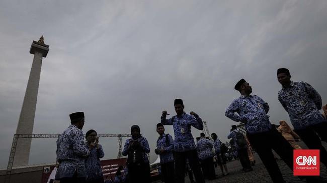 Selain upacara, Peringatan 73 tahun Hari Rapat Raksasa IKADA di kawasan Monas pun dilaksanakan penanaman tanaman-tanaman khas Jakarta secara simboli seperti Dukuh Condet dan Sukun. (CNN Indonesia/Adhi Wicaksono)