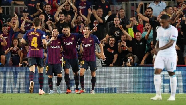 Lionel Messi menutup pesta gol itu dengan kemenangan 4-0 atas PSV sekaligus mencetak hattrick. Ini merupakan hattrick kedelapan La Pulga di Liga Champions sekaligus rekor baru dan mengalahkan jumlah trigol Cristiano Ronaldo. (REUTERS/Albert Gea)