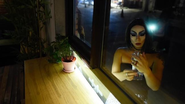 Banyak seniman drag queen di China menyadari risiko pekerjaan mereka, mulai dari dicaci hingga dibredel oleh pemerintah. (AFP PHOTO / WANG Zhao)