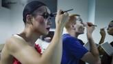 Di China, segala hal tentang LGBT adalah haram.Tapiseorang pemain teater tetap mempertahankan karakter drag queen yang terinspirasi dari 'Kinky Boots'.(AFP PHOTO / WANG ZHAO)