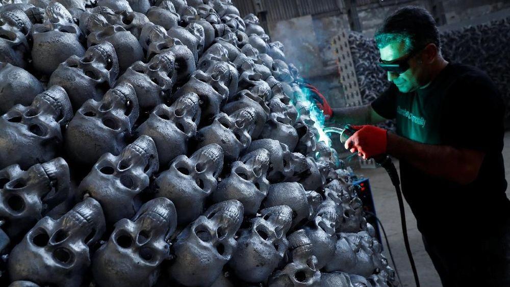 Proses pembuatan yang memakan waktu 4,5 tahun dan US$1 juta terinspirasi dari Gobeklitepe, sebuah kuil berusia 12.000 tahun di Turki.