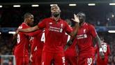 Daniel Sturridge merayakan golnya untuk Liverpool ke gawang PSG pada menit ke-30. Ia akhirnya kembali tampil sebagai starter di Liverpool pada laga Liga Champions sejak melawan Napoli pada Maret 2012. (REUTERS/Phil Noble)