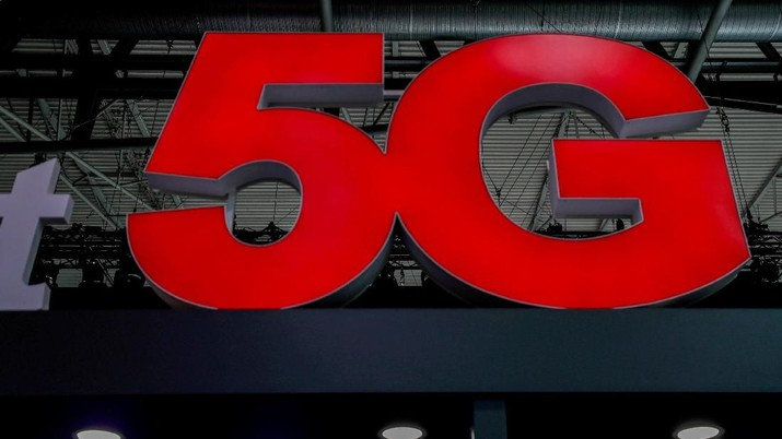 FILE PHOTO: A 5G sign is seen during the Mobile World Congress in Barcelona, Spain February 28, 2018. REUTERS/Yves Herman/File Photo