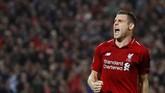 Gelandang LiverpoolJames Milner merayakan gol kedua Liverpool yang ia lesakkan ke gawang PSG hanya enam menit dari gol pertama The Reds. (REUTERS/Phil Noble)