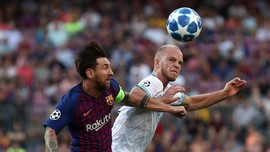 Tendangan Bebas Messi Bawa Barcelona Unggul di Babak I
