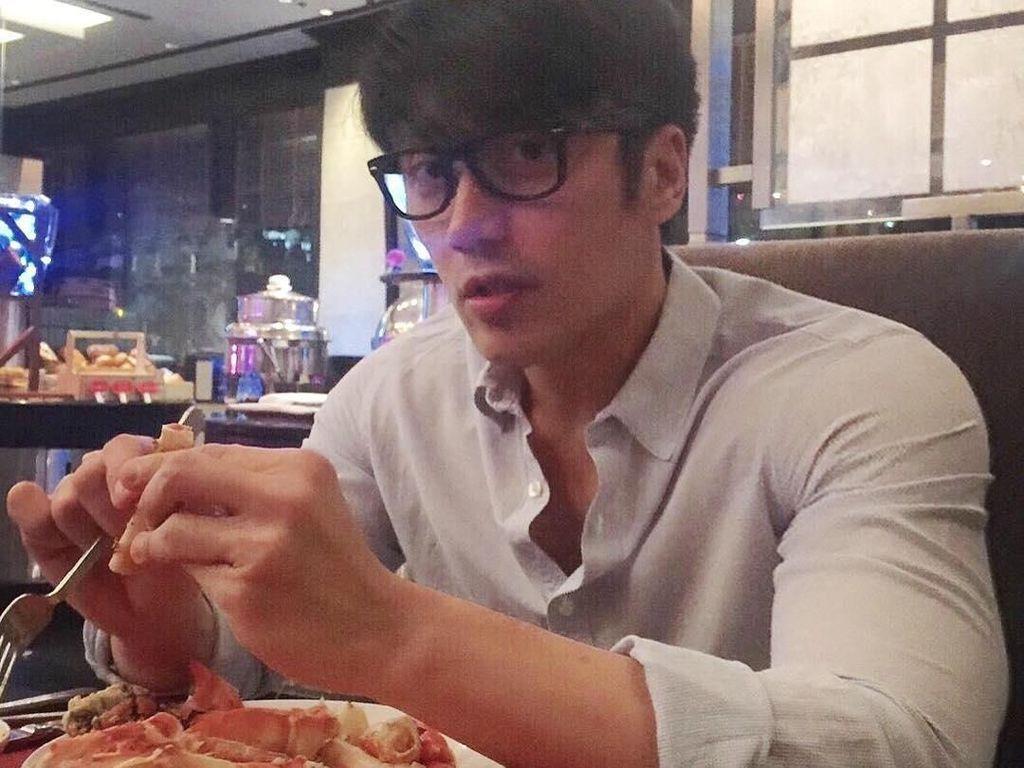 Yuk, Kenalan dengan Model Chuando Tan yang Suka Makan di Usia 52 Tahun