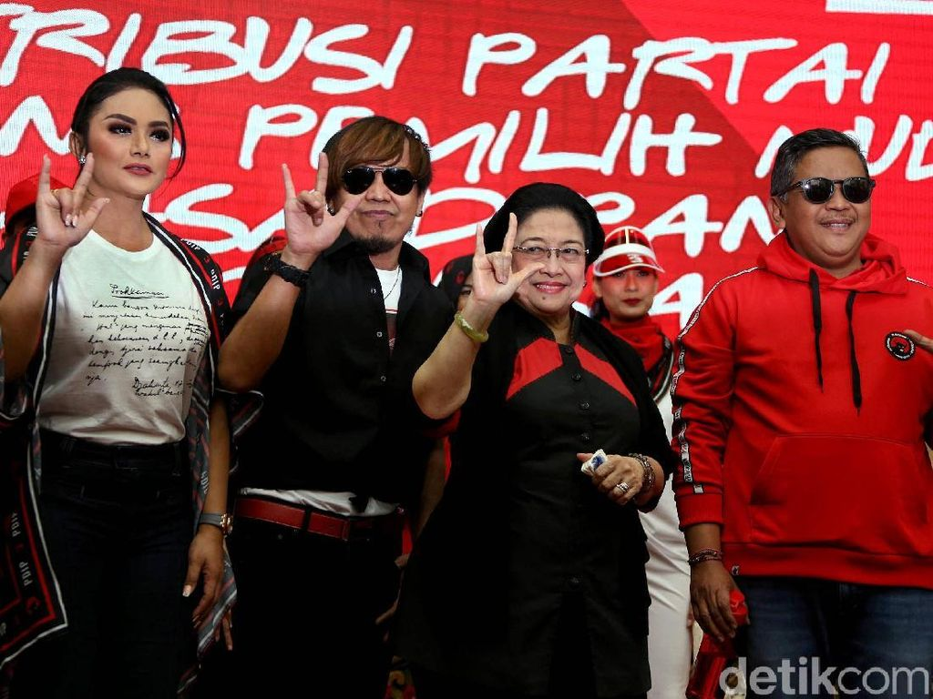 Megawati Bareng KD-Ian Kasela Luncurkan Atribut Milenial PDIP