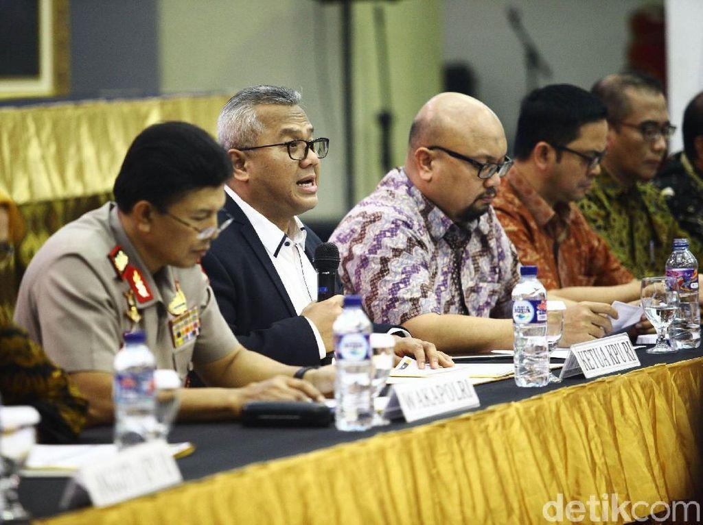 Usai penetapan, KPU akan mengambil nomor urut bagi pasangan capres dan cawapres. KPU mewajibkan Jokowi-Maruf dan Prabowo-Sandiaga hadir saat pengambilan nomor urut di gedung KPU.