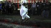 Selain politis, kasus kematian saudara Husain, Hasan bin Ali juga diduga meninggal karena dibunuh oleh Bani Umayyah. (REUTERS/Ann Wang)