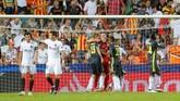 Valencia sempat memiliki peluang emas melalui tendangan penalti saat injury time babak kedua. Tapi, eksekusi penalti Dani Parejo berhasil digagalkan kiper Juventus Wojciech Szczesny. (REUTERS/Heino Kalis)