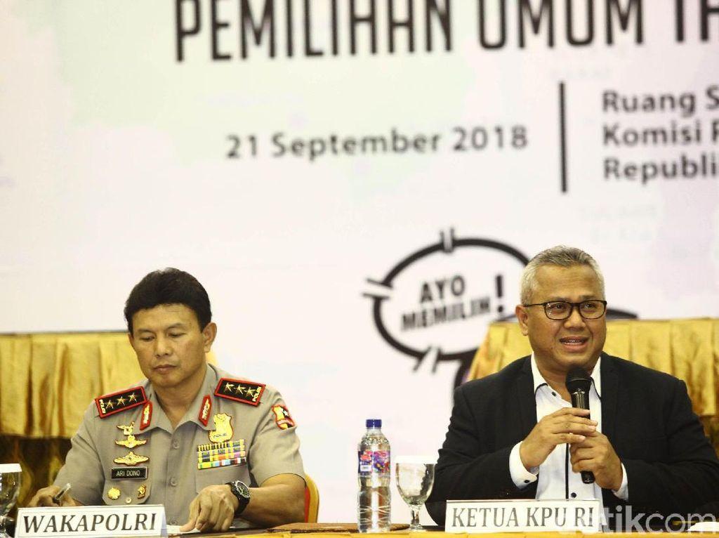 Ketua KPU Arief Budiman menetapkan Joko Widodo (Jokowi) dan Prabowo Subianto sebagai calon presiden 2019.