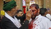 Perpecahan tak bisa dielakkan hingga pecahnya pertempuran Karbala. Pada hari itu, hampir semua pasukan Husain bin Ali, termasuk dirinya, meninggal dunia. (AFP PHOTO / Haidar HAMDANI)