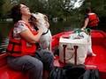 FOTO: Pahlawan Hewan Selamatkan Piaraan dari Badai Florence