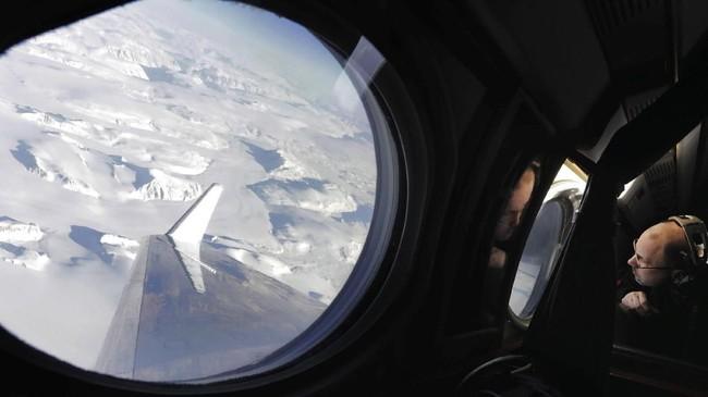 Gletser adalah sebuah bongkahan es besar yang terbentuk di atas permukaan tanah. Fenomena ini merupakan akumulasi endapan salju yang membatu selama kurun waktu tertentu.