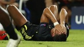 Cristiano Ronaldo menutup wajahnya seakan tidak percaya wasit Felix Brych memberinya kartu merah langsung. Dalam tayangan ulang Ronaldo terlihat menjambak rambut Murillo di dalam kotak penalti Valencia. (REUTERS/Sergio Perez)