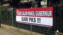 Kursi DKI-2 Kosong, Spanduk Tolak Wagub dari PKS Muncul