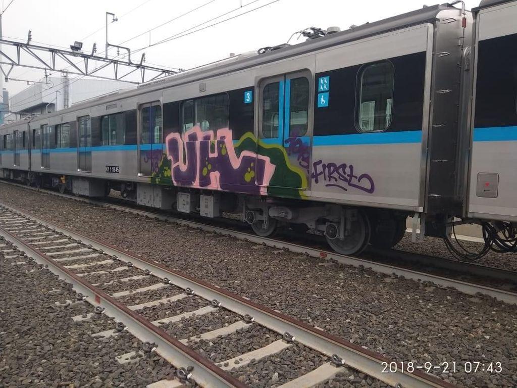 Tak Hanya MRT Jakarta, Kereta di Dunia Ini Juga Korban Vandalisme