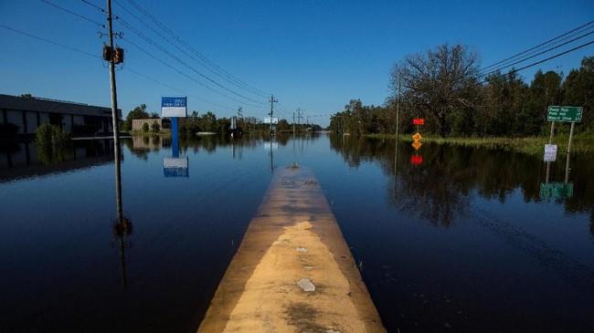 Sepekan setelah Badai Florence menyapu Amerika Serikat, sebagian wilayah di pesisir negara itu masih tergenang air. (Reuters/Eduardo Munoz)