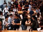 Ratusan Orang Rela Antre Demi iPhone Baru Seharga Motor