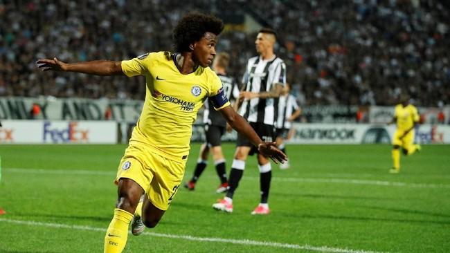 Willian merayakan gol ke gawang PAOK. Pemain asal Brasil itu sukses mengkonversi umpan terobosan Ross Barkley menjadi gol. (Reuters/John Sibley)