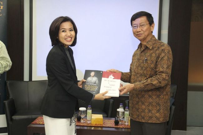KIJA Kala Chairman Jababeka Berbagi Ilmu di Diskusi Buku