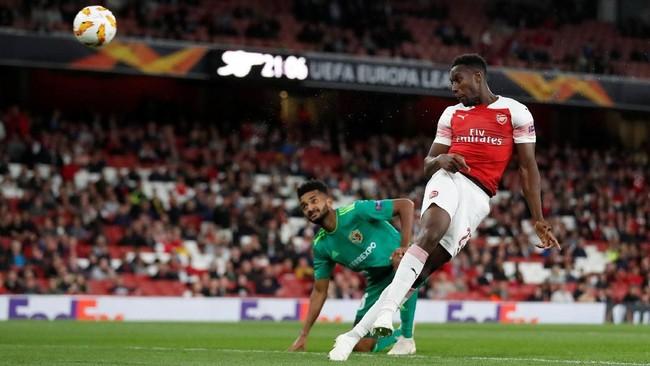 Babak kedua berjalan tiga menit Danny Welbeck menggandakan keunggulan Arsenal lewat gol sundulan usai menerima umpan Henrikh Mkhitaryan. (Reuters/Peter Cziborra)