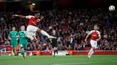 Pierre-Emerick Aubameyang menciptakan gol keduanya pada menit ke-56 dan membawa Arsenal unggul 3-0. (REUTERS/David Klein)