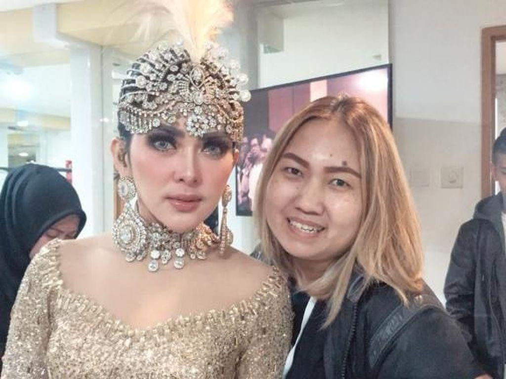 Cerita Hairstylist di Balik Jambul Khatulistiwa Syahrini Setinggi 45 Cm