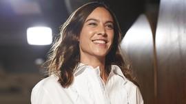 Alexa Chung Terinspirasi Bandara untuk Koleksi Labelnya