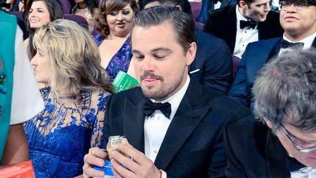 Tampannya Pose Makan Aktor dan Pemerhati Lingkungan, Leonardo DiCaprio